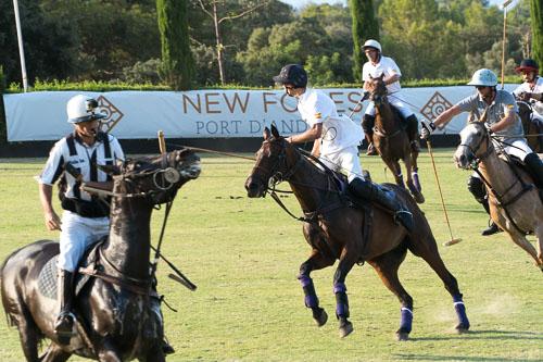 New Folies participa en el torneo de polo organizado por Engel & Volkers